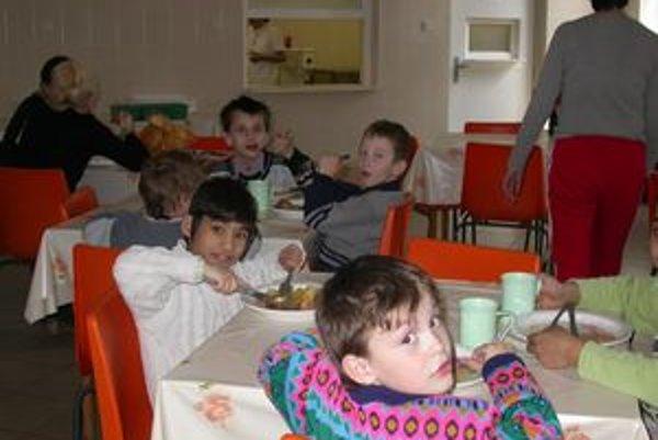 Školská jedáleň. Štát dopláca 1 euro za každý vydaný obed.
