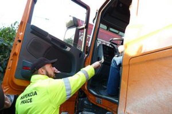Kontroly kamionistov. Za dva mesiace inšpektori dali najvyššiu pokutu len 5 vodičom.