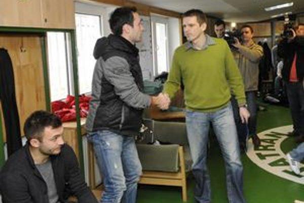 Štefan Tarkovič a jeho vítanie so zverencami v kabíne.