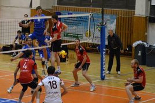 Prešovčania (v červenom) vo Zvolene vyhrali a upevnili si líderskú pozíciu v skupine o 5. – 10. miesto.