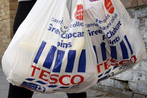 Tenké plastové tašky už stoja v našich obchodoch Tesco viac.