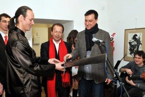 Minister Krajcer na kolaudácii Caraffovej väznice tesne pred voľbami.