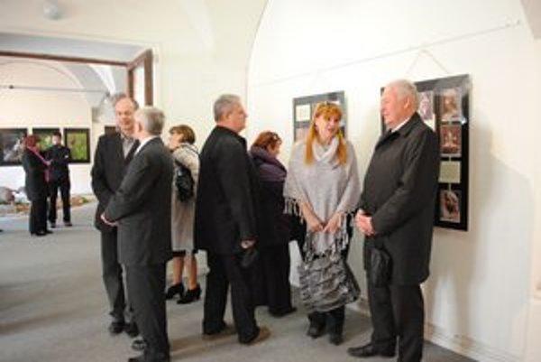 Na výstave. V expozícii je súbor fotodokumentácie jeho diel.