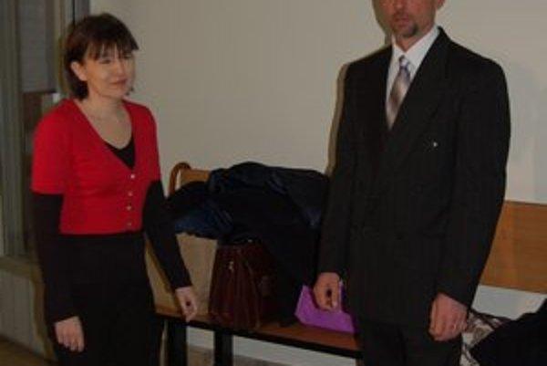 Manželia. Zuzana P. stojí na strane svojho manžela a obvinenia považuje za výmysly.