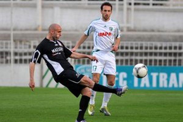 Peter Lipták (v bielo–zelenom drese). Prešovský odchovanec si myslí, že z úvodného rýchleho gólu mohli využiť viac.