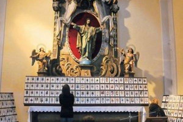 Relikvie. Františkánsky kostol uchováva 180 relikvií