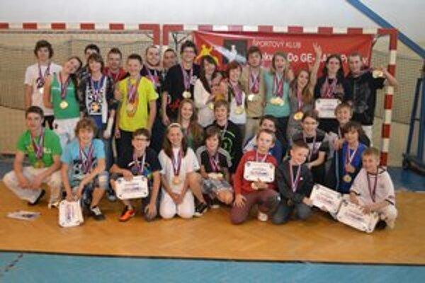 Úspešní taekwondisti. Na majstrovstvách Slovenska získali spolu 69 medailí.