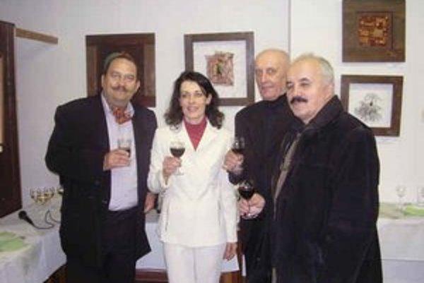 Angela Argalášová s umelcami. Pozývajú verejnosť na benefičnú výstavu.