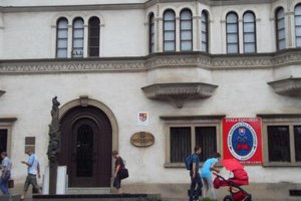 Krajské múzeum. Pracoval aj na objekte Rákociho paláca.