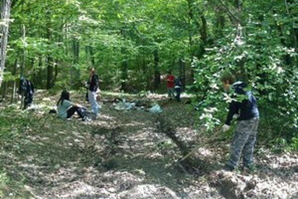 Bzenovskí školáci ochraňujú prírodu, aj netradičnou formou.