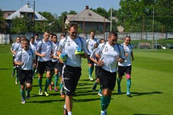 Hráči 1. FC Tatran Prešov. K tréningom im pribudli už aj prípravné zápasy.