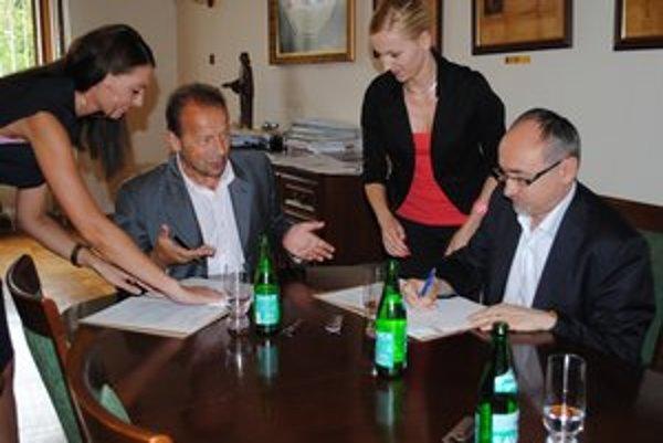 Pavel Hagyari a René Matlovič. Podpísali záväzný dokument.