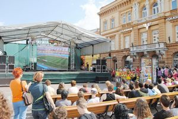 Veľkoplošná obrazovka. V Prešove už bola - počas zápasu z futbalového šampionátu.