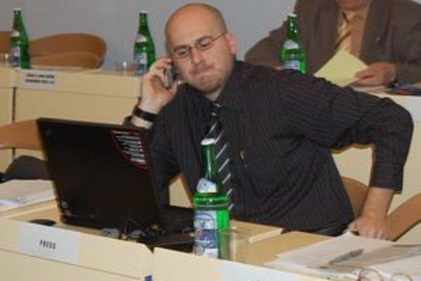 Michal Kaliňák. Preklikávanie sa mestským webom považuje za náročné.