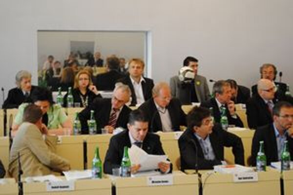 Mestská rada zmietla návrh VZN zo stola.