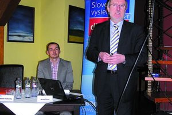 Viliam Podhorský. Žiadosti na ministerstve prijímajú do konca augusta.