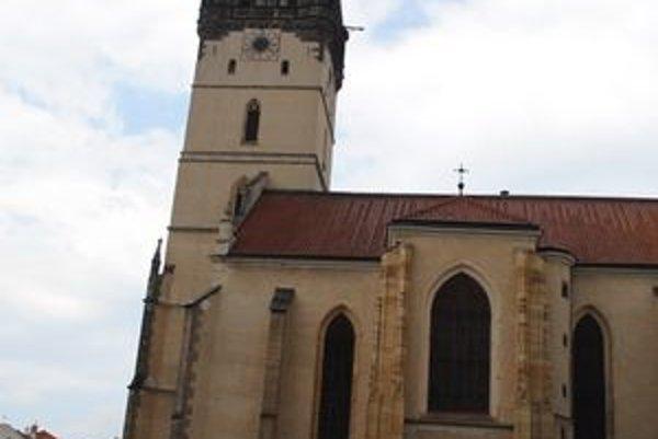 Prešovská veža. Hodiny na nej obnovujú.