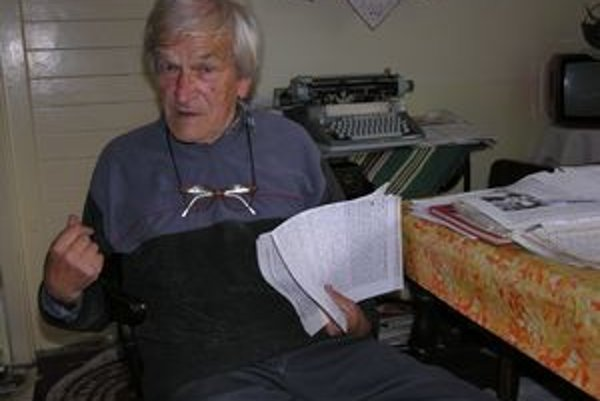 Ján Lazorík. Aj po deväťdesiatke neúnavne bojuje za zachovanie ľudových tradícií. Dokumentuje ich vo svojich knihách, napísal ich vyše 20.