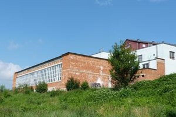 Krytá plaváreň pri základnej škole na sídlisku Vinbarg. Bardejov potrebuje na dokončenie 400–tisíc eur.