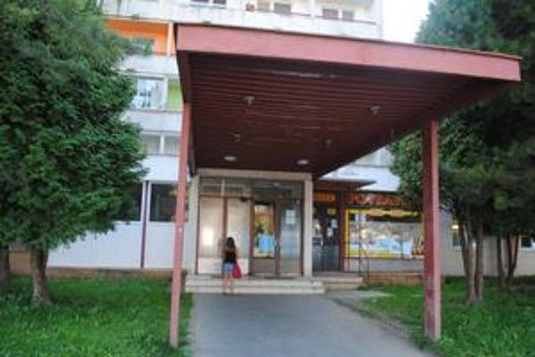 Potravinová banka na Kúpeľnej ulici. Otvorená bola každú stredu.