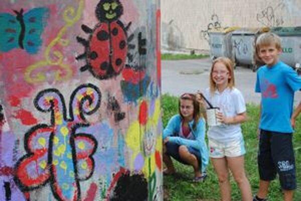 Deti sa zapojili do maľovania.