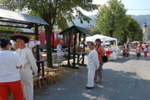 Jarmočníci. V Pečovskej Novej Vsi mali najväčší úspech výrobcovia medu.
