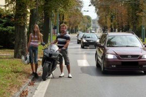 Šokovaný motorkár verí, že sa prihlásia svedkovia incidentu.