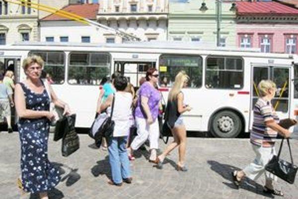 Časť verejnosti vodičov MHD podporuje.