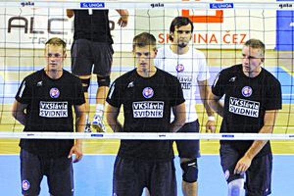 Volejbalisti Svidníka. Na kvalitne obsadenom turnaji skončili štvrtí.