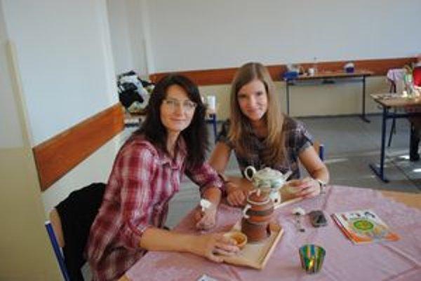 Jana a Romana Bodnárové na festivale ochutnali aj originálne bylinkové čaje.