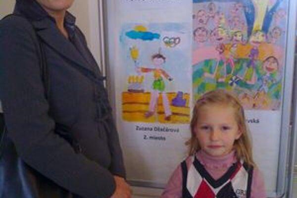Zuzka Džačárová. Keď maľovala, bola ešte škôlkarka, teraz je prváčka.