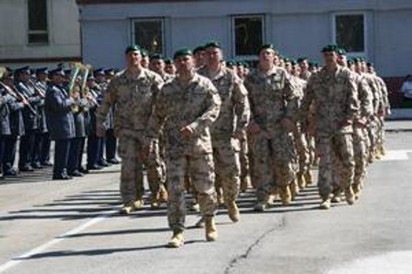 Slovenskí vojaci. Včera odcestovali do Afganistanu.