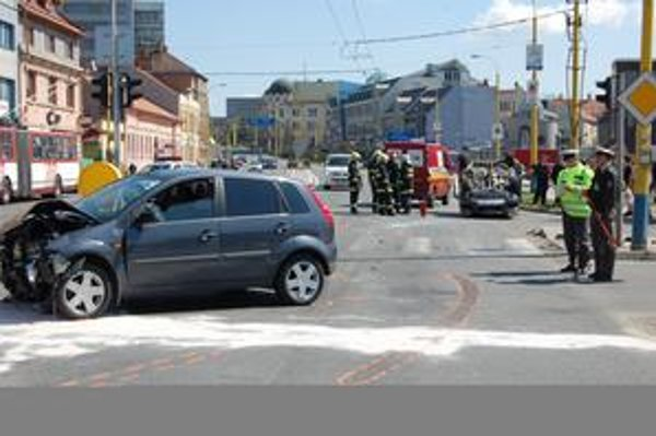 Nehoda na Levočskej. Pasažieri havarovaných áut utrpeli iba ľahšie zranenia.