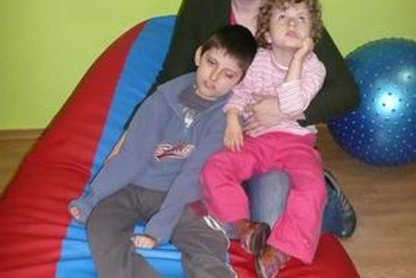 Mária Šárossyová. Narodili sa jej dve hendikepované deti. Napriek tomu verí, že sa ich zdravotný stav zlepší.