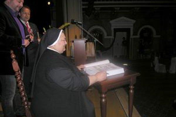 Sestra Maristella. Jej občianske meno je Mária Kačová.