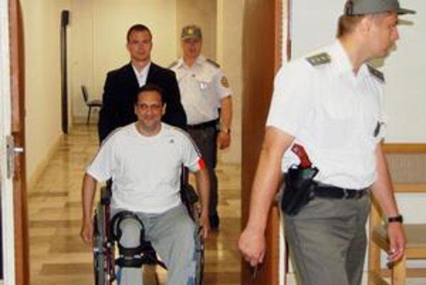 A. Horváth. Jeho žiadosť o prepustenie súd zamietol.