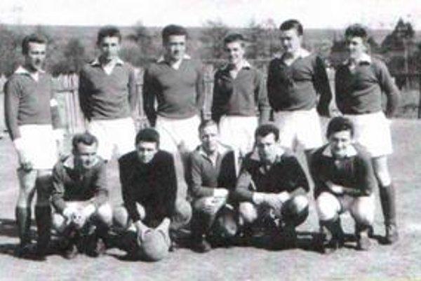 Reprezentovali. Mužstvo z rokov 1962 - 1963 patrilo k najlepším v histórii ternianskeho futbalu.