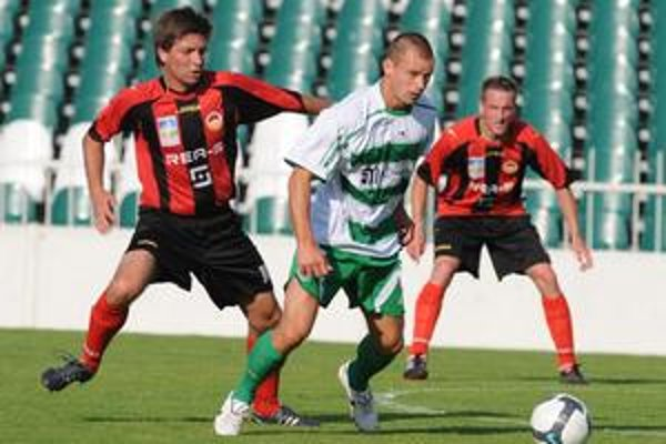 Darí sa mu. Pavol Cicman (v bielom) dal v dvoch prípravných zápasoch tri góly.