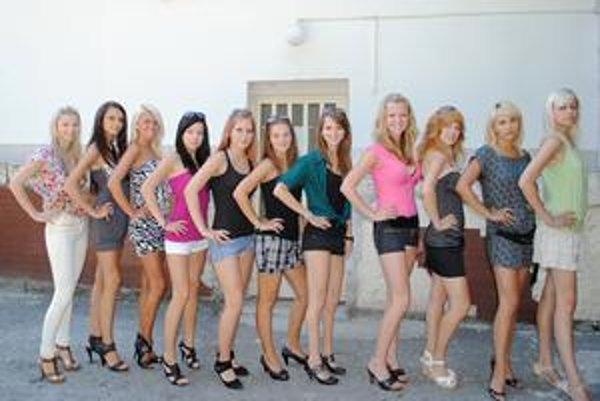 Krásky. Viaceré z týchto uchádzačiek budú súťažiť o titul Miss Domaša 2010.