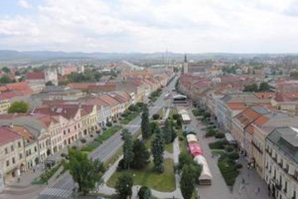 Výhľad na Prešov a okolie. Naskytne sa každému, kto zdolá schody vedúce na vežu konkatedrály.