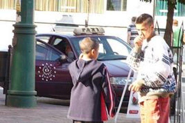 Fetovanie na verejnosti. Prešovčania sa obávajú agresivity detí pod vplyvom toluénu.