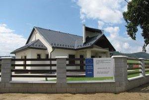 Dom smútku v Kurimke. Chýba v ňom interiérové zariadenie.