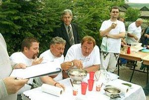 Súťaž. Maďarské družstvo vlani neuspelo. Domáci. Nepodarilo sa im vyhrať, ale tento rok možno viac trénovali.