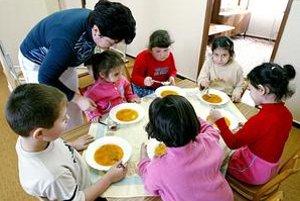 Jedálne. Školám, ktoré spĺňajú kritériá, štát prispeje na obedy pre deti.