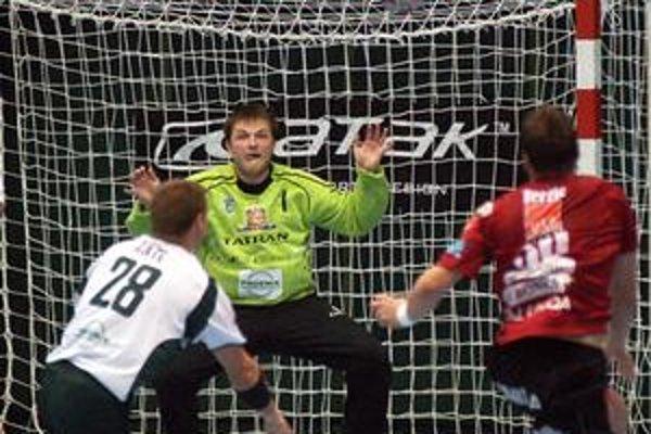 Brankár J. Krupa radí Hamburg k trom najlepším tímom sveta.