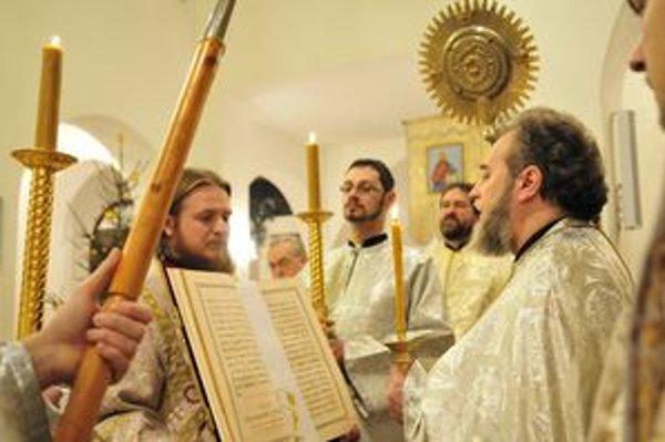 Pravoslávni začínajú vianočné liturgie Veľkým povečerím.