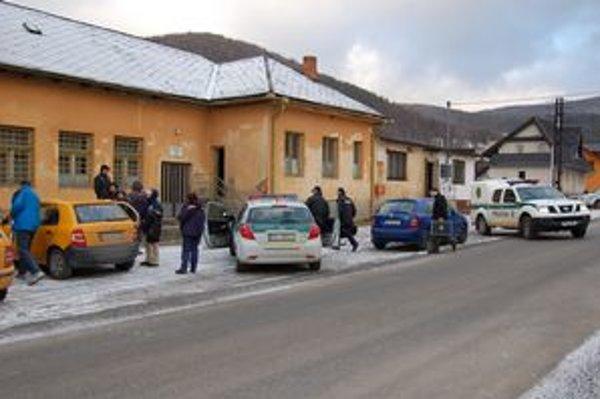 Pošta v Ľutine. V noci zo štvrtka na piatok sa do nej vlámali zlodeji a z troch trezorov vzali peniaze.