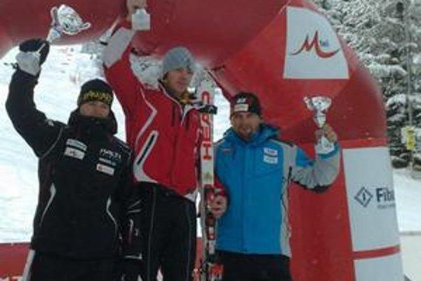 Mimoriadny talent. M. Falat (na snímke uprostred) vybojoval účasť na majstrovstvách sveta.