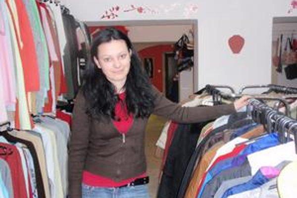 """Predavačka. Podľa Jany Lorkovej v """"sekáči"""" nakupuje hlavne stredná vrstva."""
