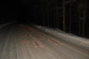 Miesto činu. V zasneženom horskom teréne zostali po prepade stopy.